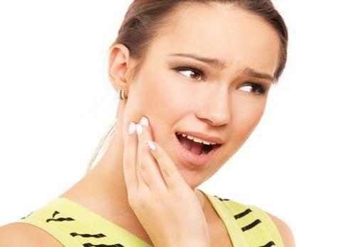 Tẩy trắng răng cho răng sâu có được không