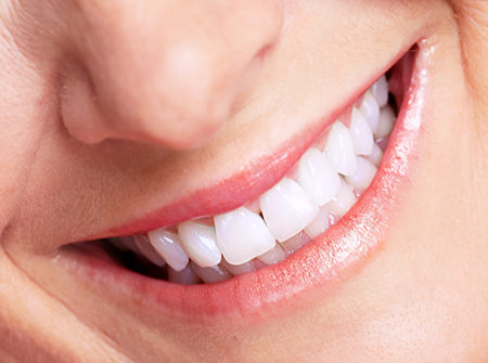Trồng răng cửa có đau không?
