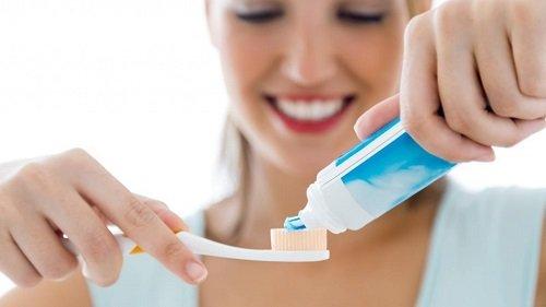 Tẩy trắng răng xong có được đánh răng không? Cần lời giải đáp 1