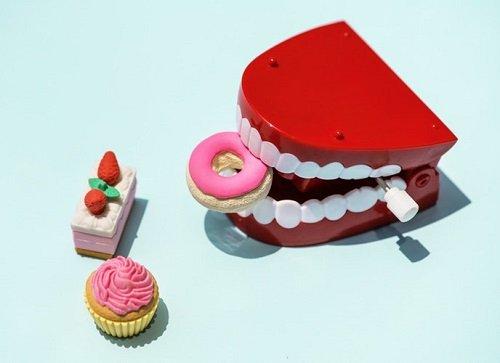 Làm răng sứ phải kiêng gì? Cách chăm sóc và thực đơn ăn uống-1